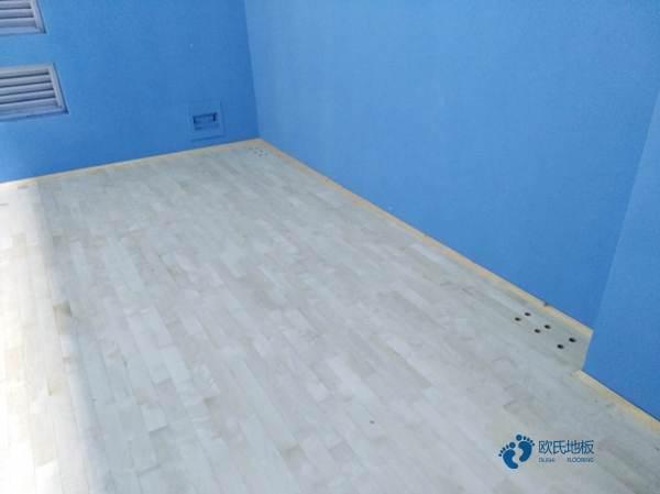 枫桦木运动场馆地板清洁保养
