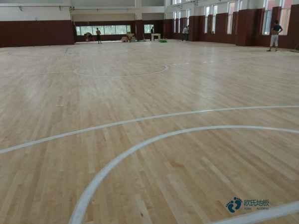 柞木篮球场地板多少钱一平方