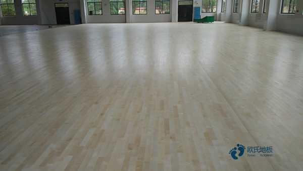 五角枫NBA篮球场木地板怎么翻新?