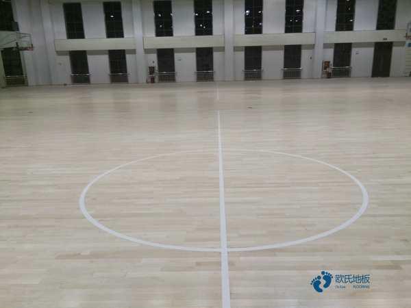 用什么篮球地板厂家报价