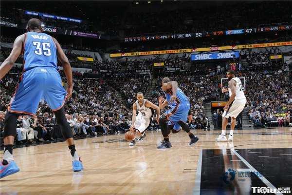篮球地板哪家性价比高
