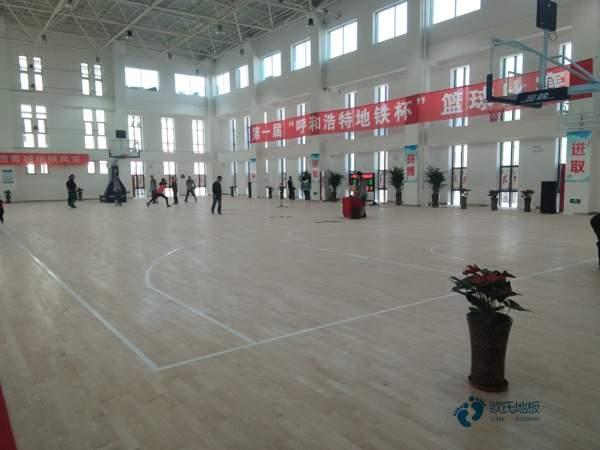 俄勒冈松篮球馆木地板翻新施工