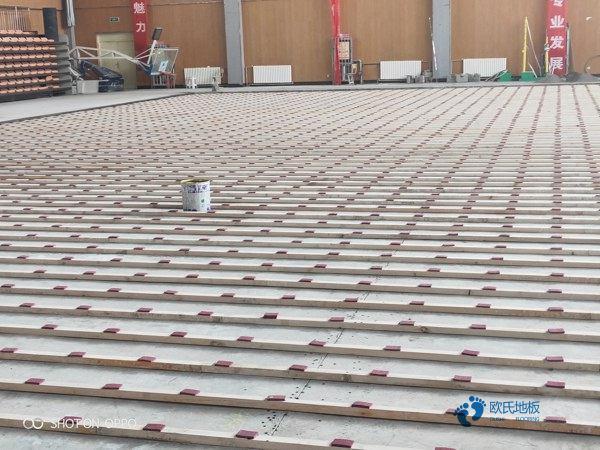 橡胶木风雨操场运动地板造价是的多少?