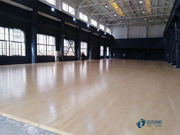 行业体育场馆地板安装公司