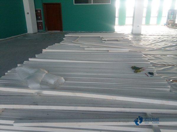 专业的舞台实木地板主辅龙骨结构