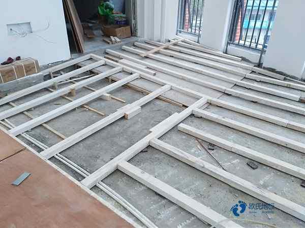 宁夏枫木实木运动地板打磨翻新