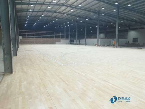 枫桦木木地板篮球场多少钱一平米?
