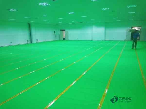 常用的篮球场地板施工技术