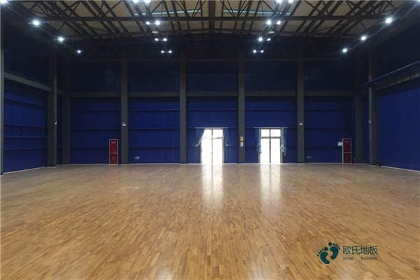 22厚篮球场木地板怎么维修?