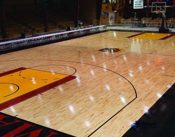 室内体育木地板打磨翻新