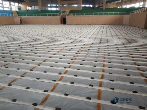 单龙骨体育场地木地板维护保养