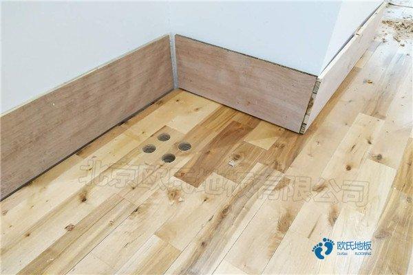 单龙骨体育场地板保养方法