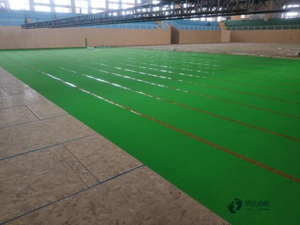 单龙骨体育场地板如何保洁