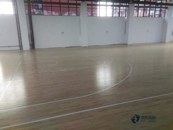 单龙骨体育场地板维护保养