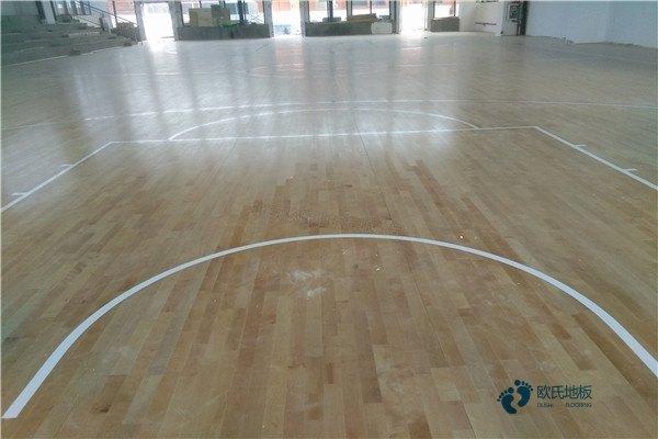 单龙骨体育场木地板保养方法