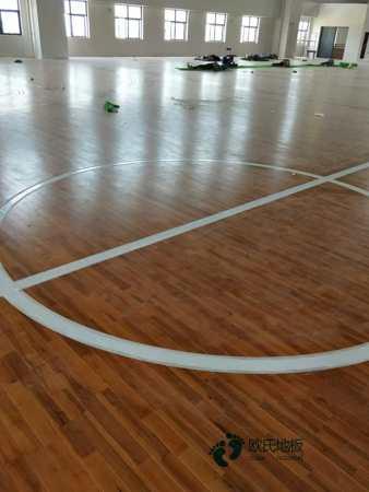 单龙骨体育场木地板如何保养