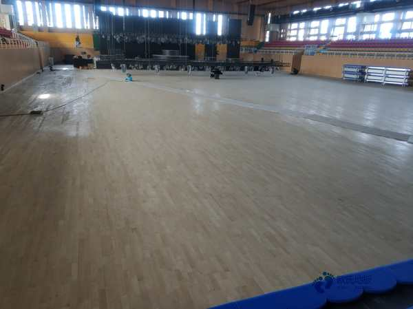 单龙骨体育场木地板怎么保养