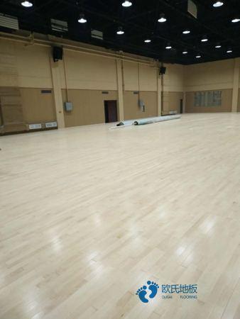 单龙骨体育场馆地板如何保洁