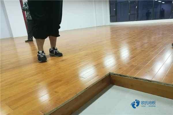 单龙骨体育场馆木地板如何保洁