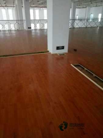 体育场馆地板哪家性价比高
