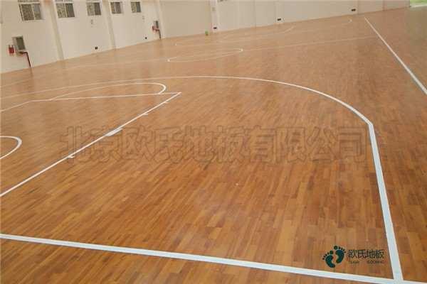 单龙骨体育馆地板保养方法