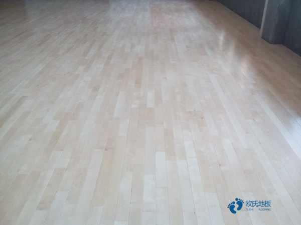 单龙骨体育馆地板如何保洁