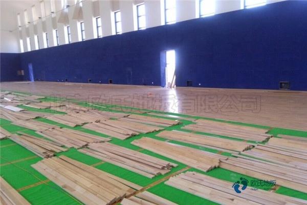 单龙骨体育馆木地板保养知识