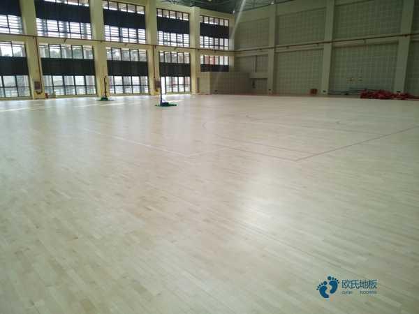 单龙骨篮球体育地板保养方法