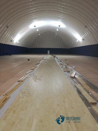 单龙骨篮球体育地板怎么保养
