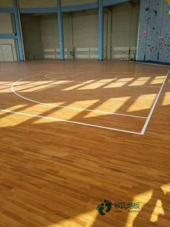 单龙骨篮球体育地板清洁保养