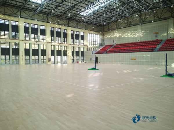 单龙骨篮球体育地板环保吗