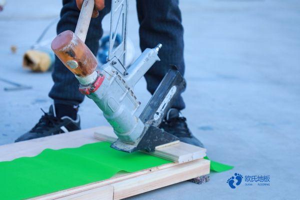 单龙骨篮球体育地板维护保养