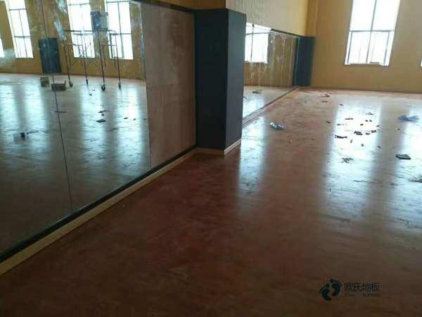 单龙骨篮球体育木地板保养