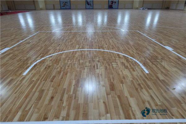 单龙骨篮球体育木地板怎么保养