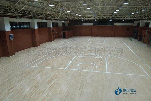 单龙骨篮球体育木地板怎样保养