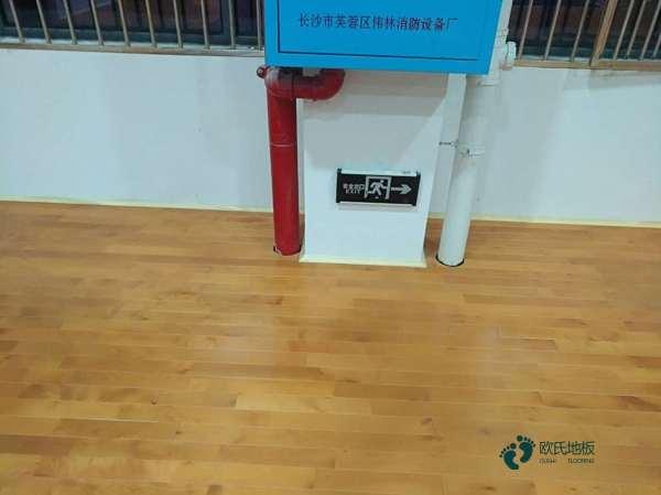 江苏专业体育场地板怎么安装