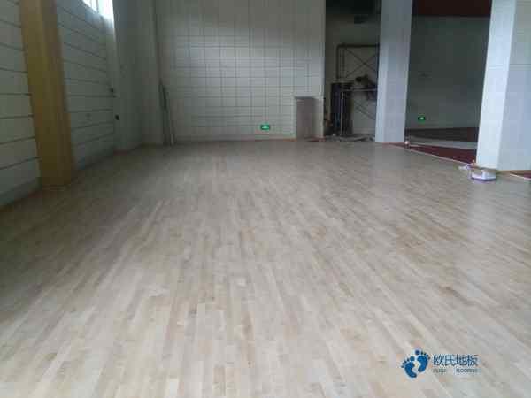 柞木篮球地板多少钱