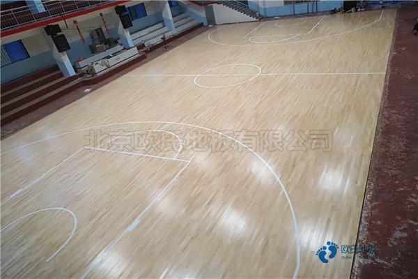 单龙骨篮球木地板保养方法