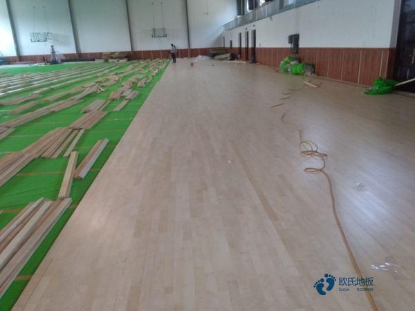 单龙骨篮球木地板清洁保养