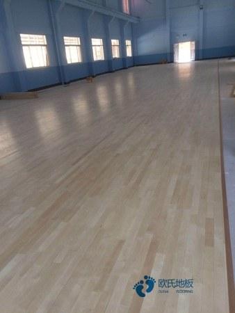 单龙骨篮球运动地板保养