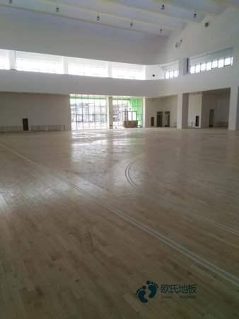 单龙骨篮球运动地板清洁保养