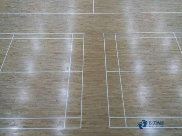单龙骨篮球运动木地板保养