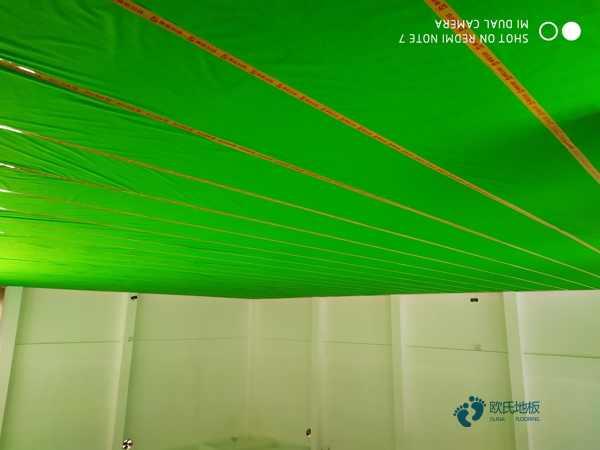 22厚舞台实木地板翻新施工