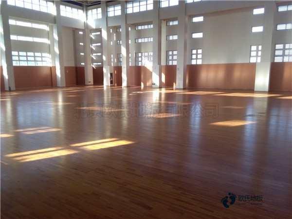 企口篮球馆木地板打磨翻新