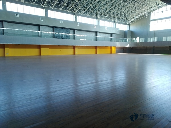 拼接板篮球场实木地板多少钱一平米?
