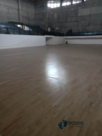 体育木地板打滑