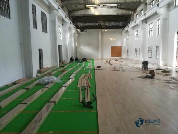 大型体育场木地板施工工艺