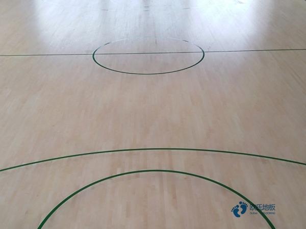 专用篮球馆地板怎么安装