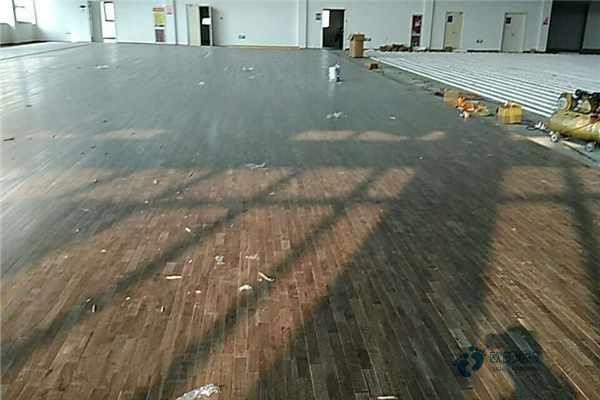 枫木运动实木地板施工方案