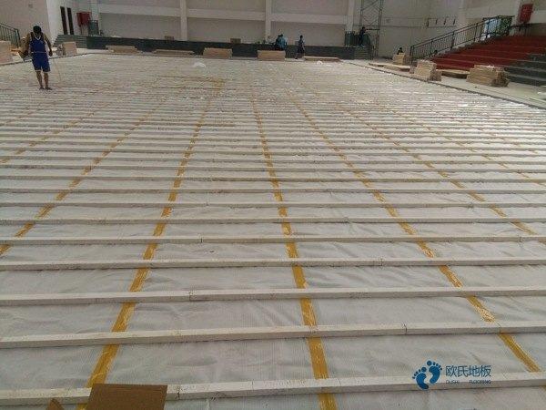 上海枫木体育场地板怎么安装